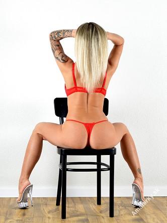 Laura (30), Nitra, sex privát a escort